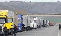 Километрични колони от камиони на пунктовете към Турция