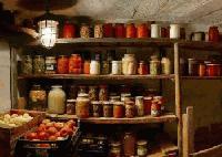 Откраднаха зимнина, мед и 10 литра ракия от мазето на 83-годишен мъж