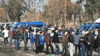 Бежанци изнасят храна от центровете и я продават