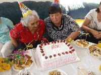 Баба Марга празнува рожден ден в Защитеното жилище