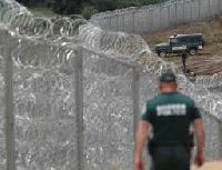 Жена и момиче са обвинени за подпомагане на нелегални мигранти да преминат незаконно през страната