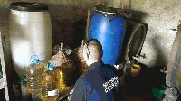 Ямболски полицаи иззеха половин тон ракия без платен акциз
