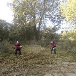 Община Сливен почиства парка на Минералните бани и площите около училищата