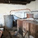 Демонтираха нелегален казан за ракия в Сливенско