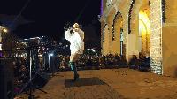 """Светлините на Коледната елха в Сливен грейнаха и заваля """"сняг"""""""