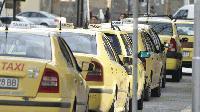 Таксиметрови шофьори в Ямбол излязоха на спонтанен протест днес