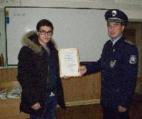 МВР- Ямбол награди 17-годишния Иван Димитров за оказано съдействие на полицията
