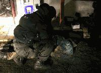Арестуваха мъж, барикадирал се в дома си и стрелял по полицаи