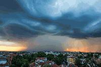 Слънце, дъждове и бури, възможни са градушки
