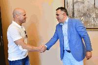Известният акробат Енчо Керязов се срещна с кмета на Община Сливен Стефан Радев