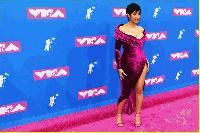 Карди Би си завоюва три статуетки на наградите на MTV