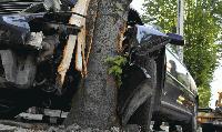 15-годишна шофьорка се заби в дърво. Трима младежи са пострадали