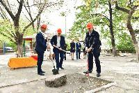 """Кметът на Сливен Стефан Радев направи първа копка на Детска градина """"Мак"""""""