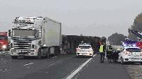 """Обърнат ТИР затвори магистрала """"Тракия"""""""