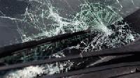 """Неизвестен потроши стъклата на """"Мерцедес"""" в Ямбол"""
