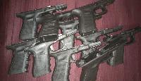 Части на пистолети, облепени по тялото на мъж откриха митничари на Малко Търново