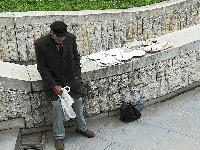 Самотен дядо от Пловдив продава покъщнината си, за да оцелее