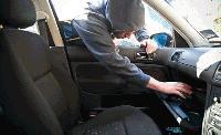 15-годишно момче задържано за кражба на пари от незаключен микробус