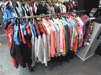 Иззеха фалшиви спортни стоки от търговски сергии