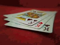 Среднощна игра на карти завърши със счупен нос