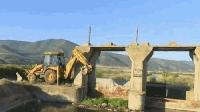 Продължават акциите по обезвреждане на райони и загробване на открити животински отпадъци в сливенско