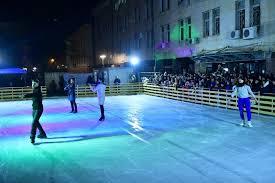 По-голяма ледена пързалка и жива елха за Коледа ще радват жителите на Сливен