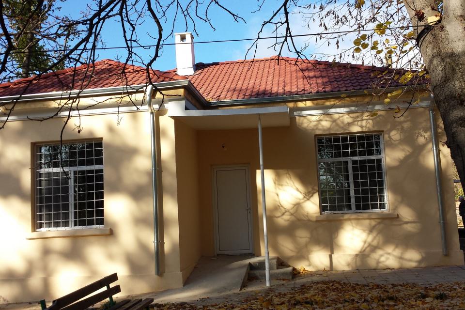 Приключи ремонтът на пенсионерския клуб в село Блатец, който стартира в края на септември.Изцяло е ремонтиран покривът на сградата. Поставени са дървена...
