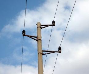 10-годишно дете пострада от токов удар, след като се качи на стълб