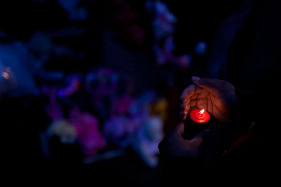 В Тополовград е обявен ден на траур заради убития фелдшер Димитър Факиров. Със заповед на временно изпълняващия длъжността кмет на Тополовград на 10 октомври...