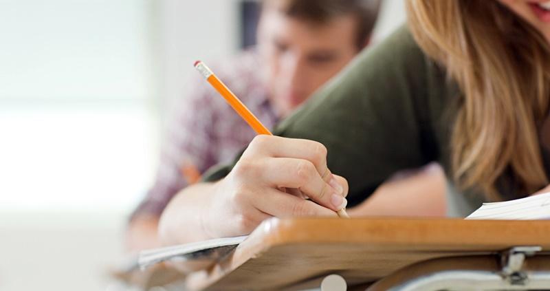 Повече от 4500 зрелостници ще получат допълнителна стипендия от 100 лева на месец, ако продължат образованието си в определени специалности, съобщават...