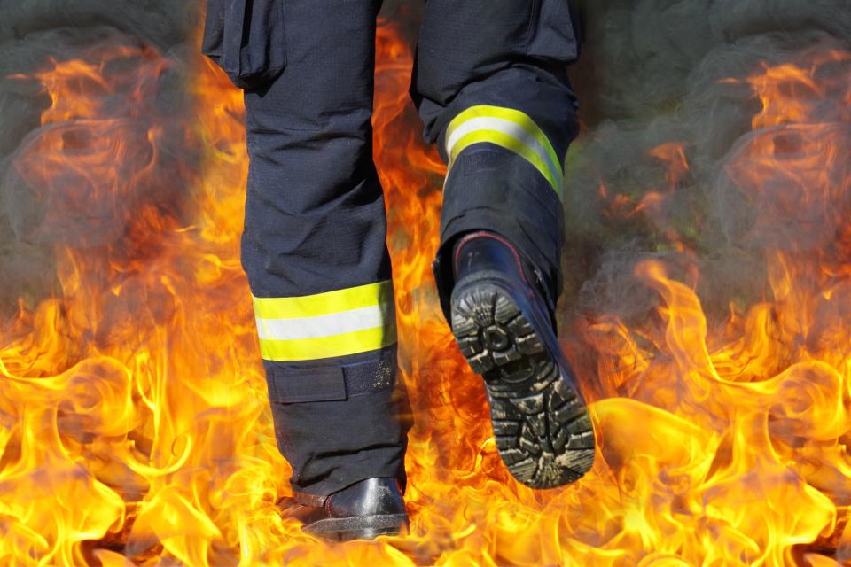 Екипи на РДПБЗН-Сливен са се отзовали на 11 сигнала за произшествия през изминалото денонощие. Два автомобила са се запалили в резултат на късо съединение....