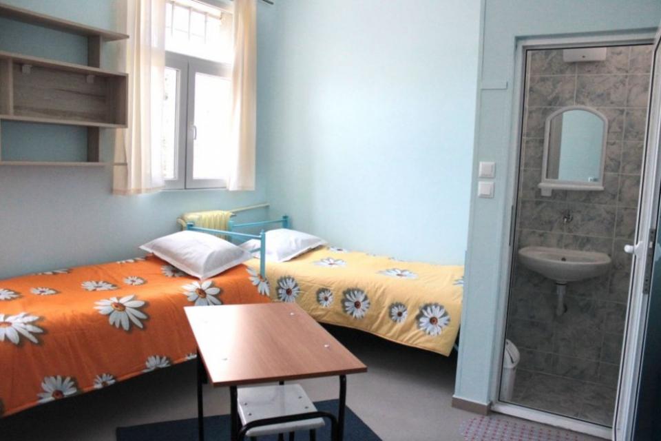 Установеното огнище наCOVID-19в затвора в Сливен обхвана 13 души, съобщиха от Областния кризисен щаб.Диагностицирани са 9 лишени от свобода жени и...