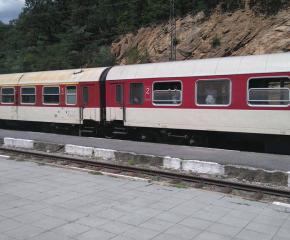 16-годишно момиче скочи пред влак на гара Септември