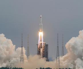Астрофизик: Отломки от китайска ракета може да паднат до България