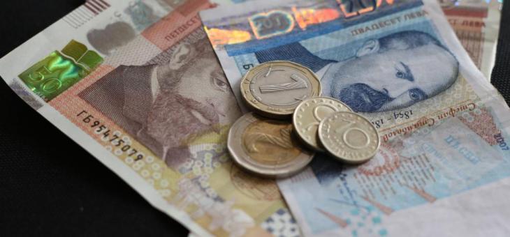 Със средства от държавния бюджет през 2021 г. гражданите в България, на които пенсията или сборът от пенсиите заедно с добавките и компенсациите към тях...