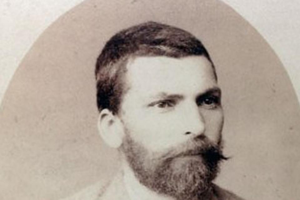 """На 2 септември 1889 г. в парижкия хотел """"Сюиз"""" умира Захарий Стоянов. За мнозина той е отровен. Официалната диагноза за смъртта на българския летописец..."""