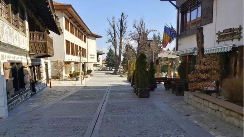 200 туристи бяха настанени спешно в един от хотелите на Банско, след като се оказаха на улицата. Почти всички са чужденци. Много българи, освободени...