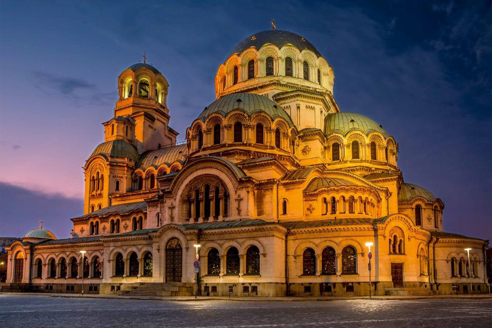 Православната църква чества днес деня на Свети благоверен княз Александър Невски. Имен ден празнуват Александър, Александра, Алекси и Алеко. Името е от...