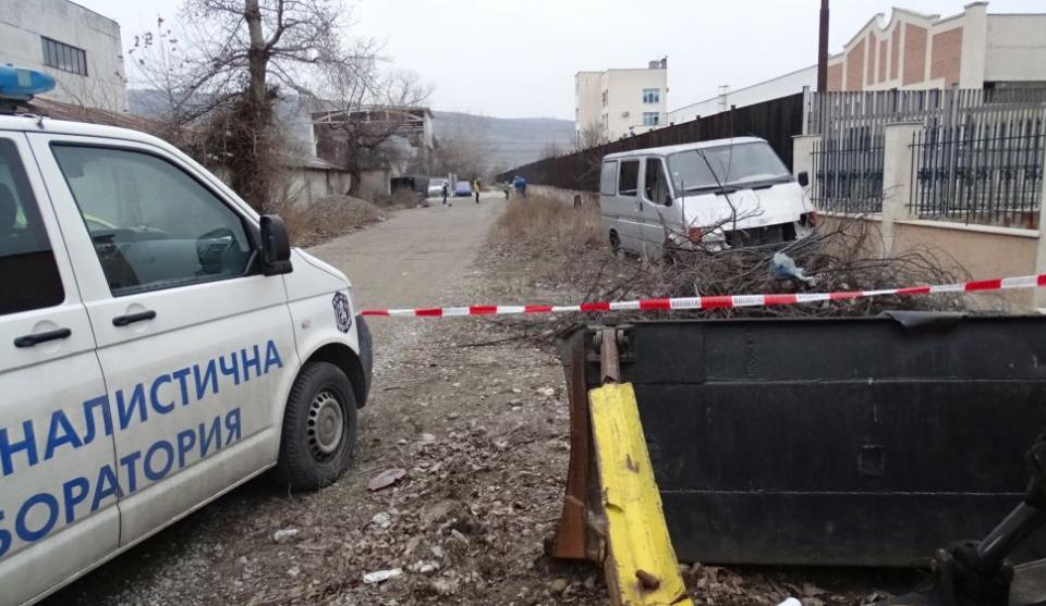 Валута на обща стойност 230 000 лв. е открадната при обира на митницата в Благоевград. Не са иззети ценни документи, единствено са взети пари и 20 килограма...