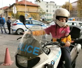 250 четвъртокласници от сливенските училища станаха полицаи за един ден