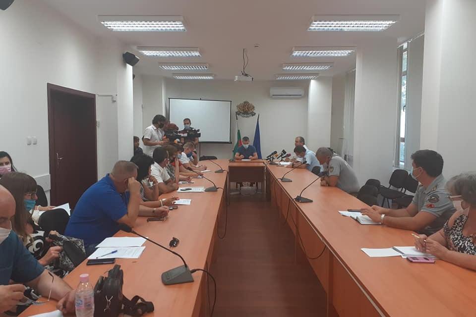 След новорегистрираните три случая на африканска чума по свинете на територията на Държавно горско стопанство Елхово, се проведе заседание на Областната...