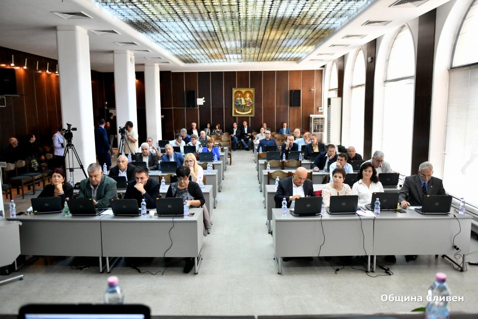 31 бяха точките, включени в дневния ред на днешната, последна за този мандат сесия на Общински съвет-Сливен. Сред акцентите на заседанието беше избирането...