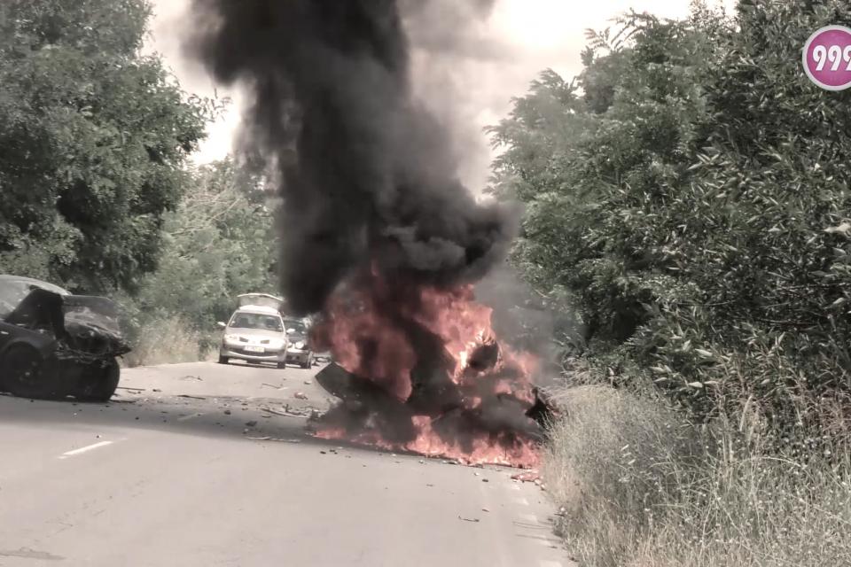 11 юли 2019. Пътя между селата Кукорево и Окоп. Сблъсък на два автомобила. Единият изгоря. В него е била Кера Момчилова от Ямбол, която нямаше шанс да...