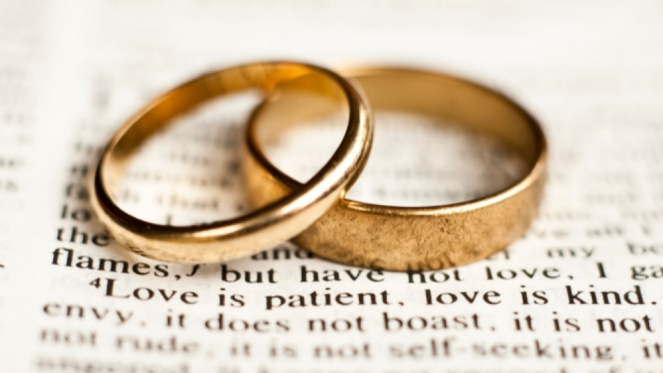 От обявяването на извънредното положение на 13.03.2020г. до момента в Ямбол има записани 11 двойки за граждански брак.  От тях 3 двойки са подписали брак...