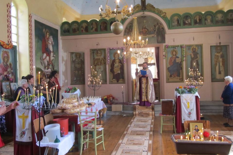 """С празнична литургия в църквата """"Света София"""" в село Безмер, община Тунджа, отбелязват днес храмовия празник, след това ще бъде раздаден курбан за здраве...."""