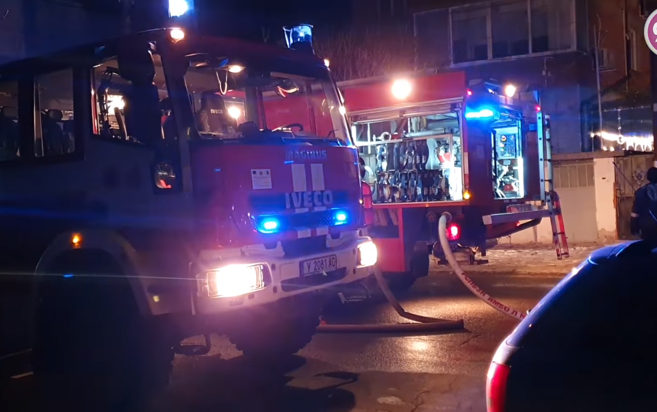 През изминалото денонощие дежурните огнеборци в Ямбол и Елхово са се отзовали на три сигнала за пожари с материални щети. Няма пострадали хора, съобщават...