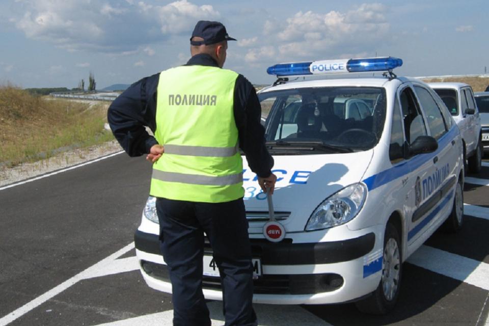 Тежък пътен инцидент е станал тази нощ на пътя между Пазарджик и село Звъничево. Сигнал за случилото се е получен малко след полунощ в РУ-Пазарджик. Водачът...