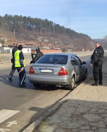 """Служители на участък """"Градец"""" и група """"Пътна полиция"""" към РУ-Котел, съвместно със сили и средства на сектор """"Специални тактически действия"""" към ОДМВР-Сливен,..."""