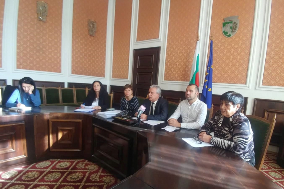 5 допълнителни точки ще включва дневният ред на утрешната сесия на Общински съвет-Сливен. Това стана ясно по време на днешната редовна пресконференция...