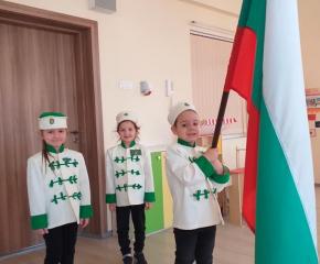 5-годишни четници развяха знамена в памет на Апостола